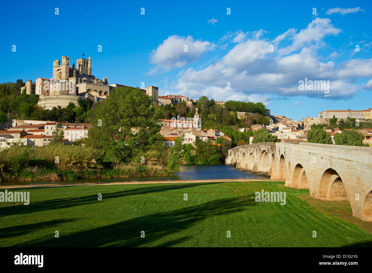 Cathedral Saint-Nazaire and Pont Vieux (Old Bridge) over the River Orb, Beziers, Herault, Languedoc, France, Europe - Stock Image