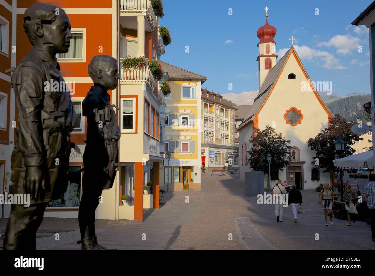 Street sculpture and Little Church, Ortisei, Gardena Valley, Bolzano Province, South Tyrol, Italian Dolomites, Italy - Stock Image