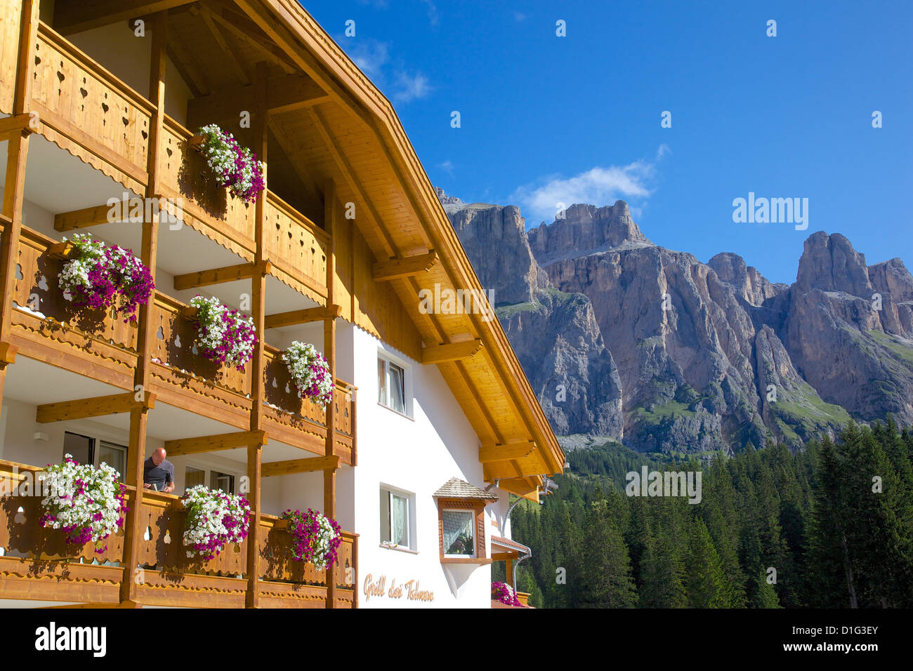Sella Pass and chalet, Trento and Bolzano Provinces, Italian Dolomites, Italy, Europe - Stock Image