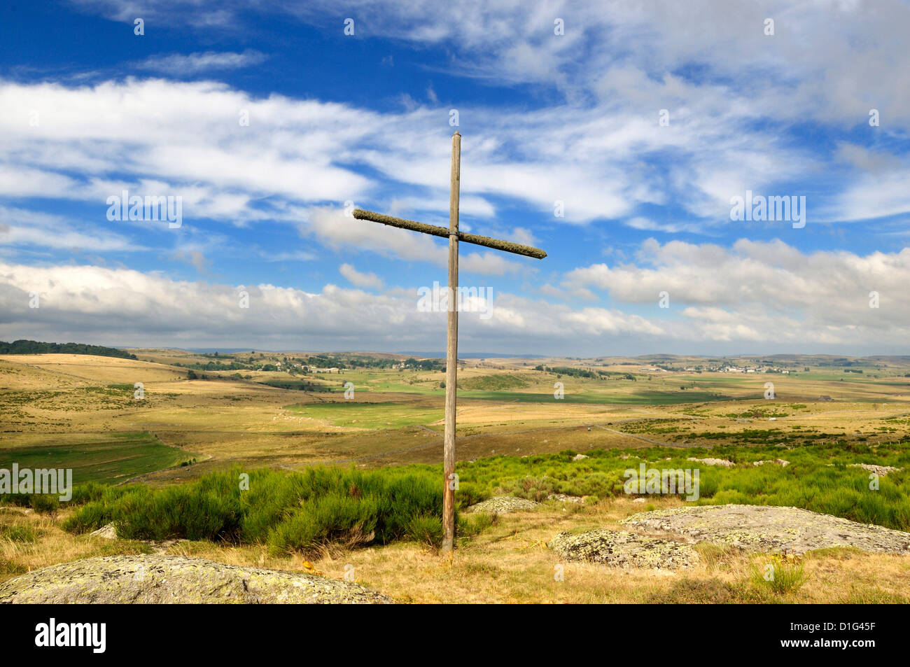 Cross nr village of Prinsuéjols, Lozere, Aubrac, France on the Way of St James - the pilgrim route to Santiago - Stock Image