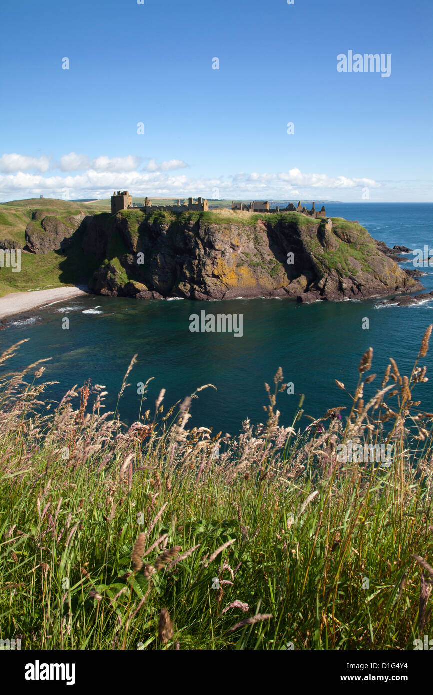 Dunnottar Castle across Old Hall Bay near Stonehaven, Aberdeenshire, Scotland, United Kingdom, Europe - Stock Image