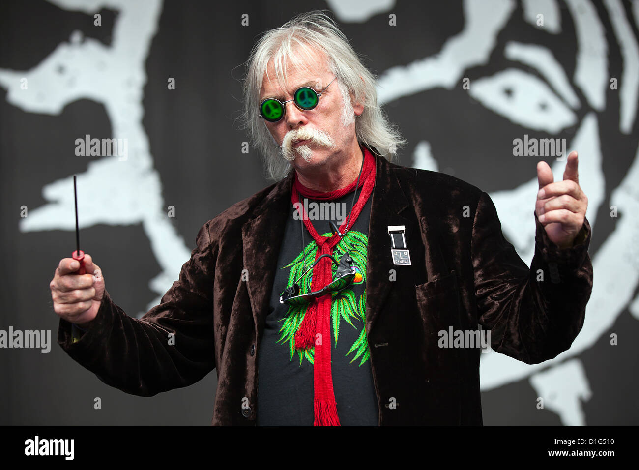 Musician Derek 'the draw' Hussey seen performing as lead vocalist for punk band The Blockheads at Beautiful - Stock Image