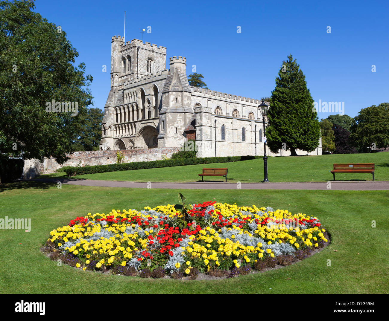 Priory Gardens and Priory Church of St. Peter, Dunstable, Bedfordshire, England, United Kingdom, Europe - Stock Image