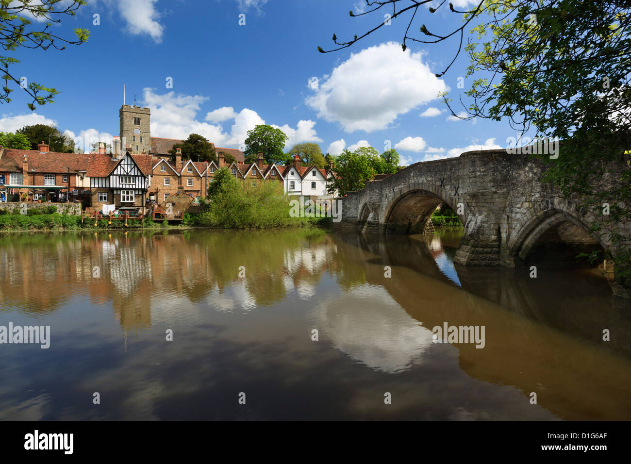 Village and medieval bridge over the River Medway, Aylesford, near Maidstone, Kent, England, United Kingdom, Europe - Stock Image