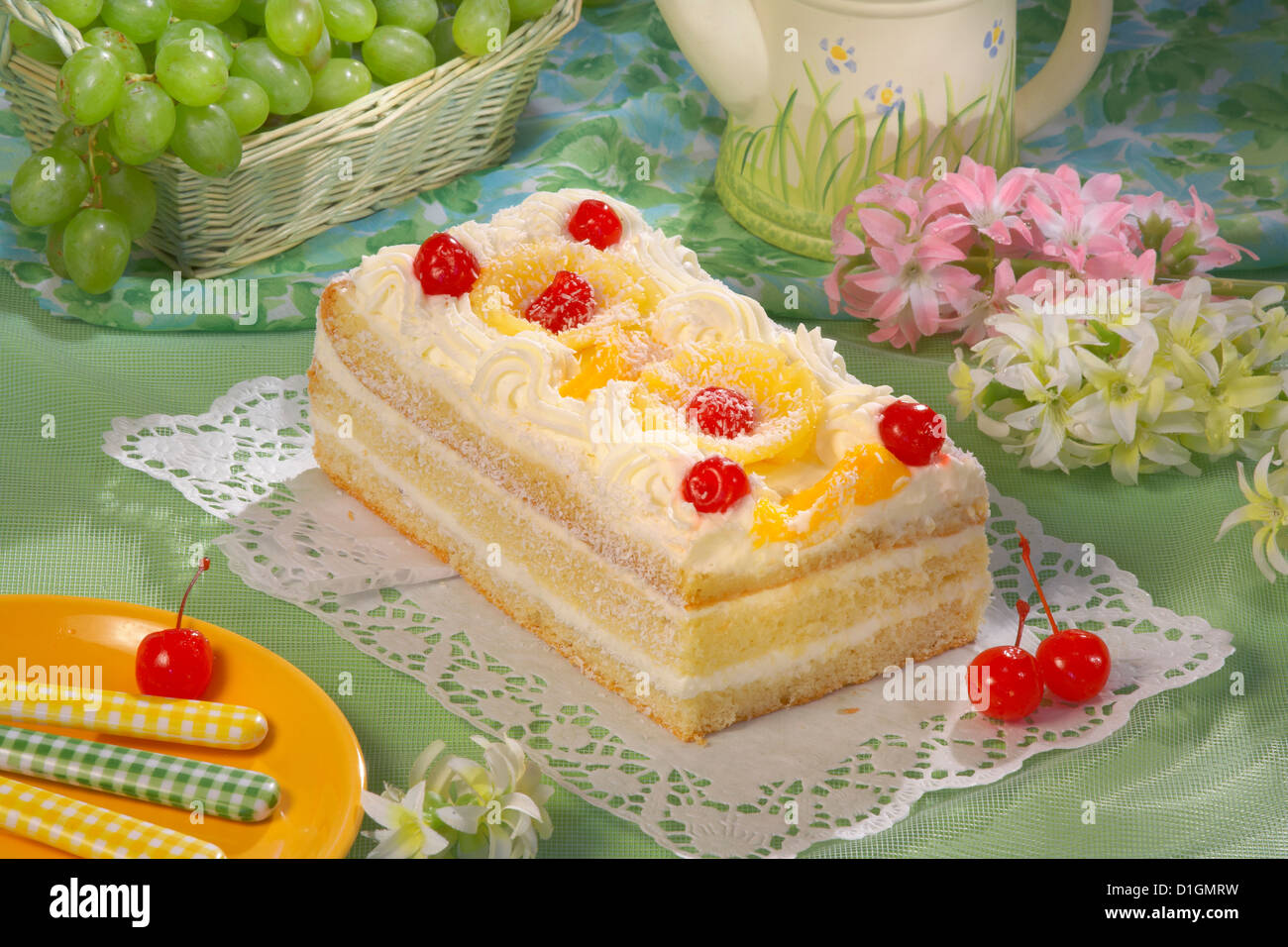 Vanilla Cake with coconut cream - Stock Image
