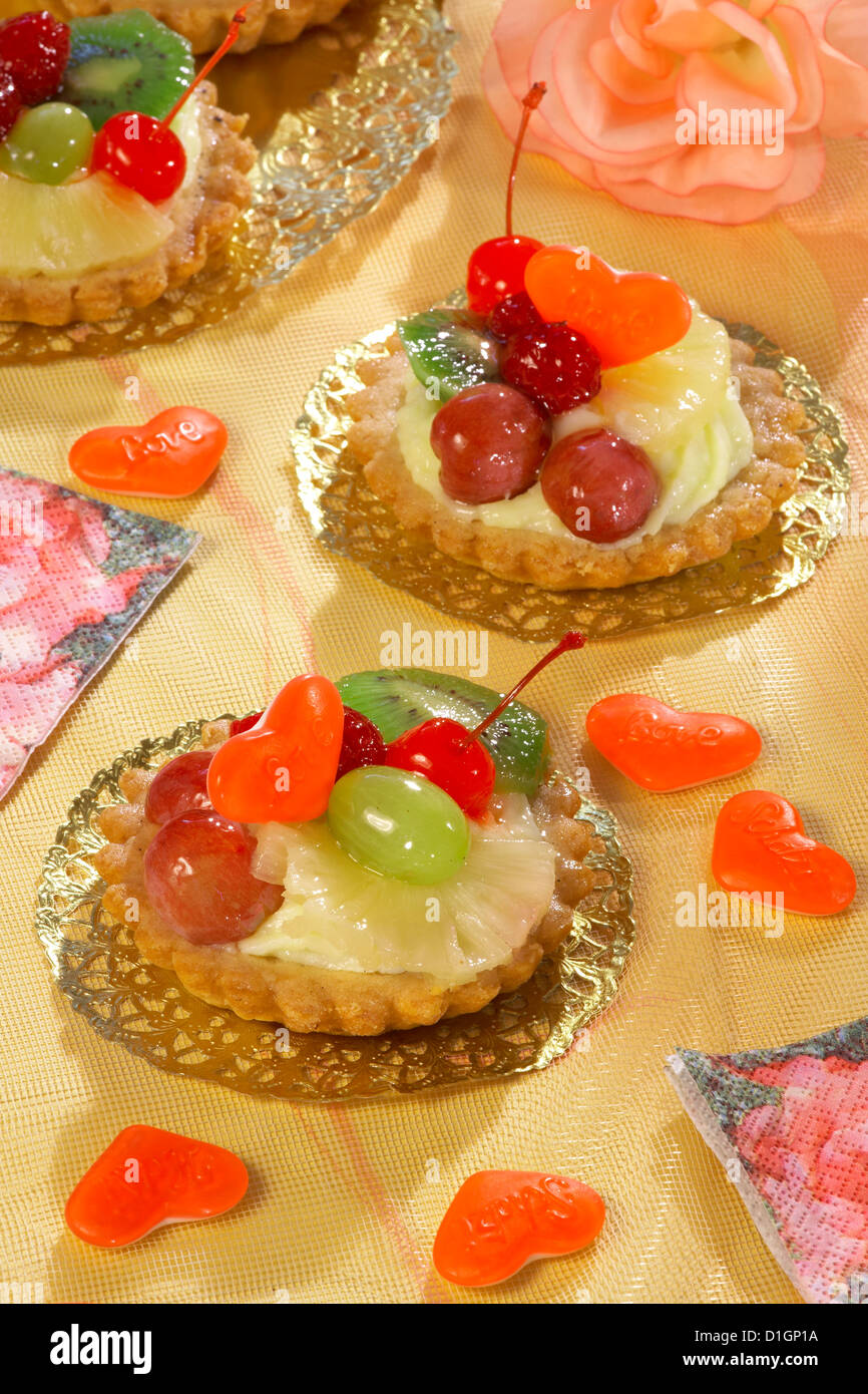 Cupcakes with pudding and fruit - Stock Image