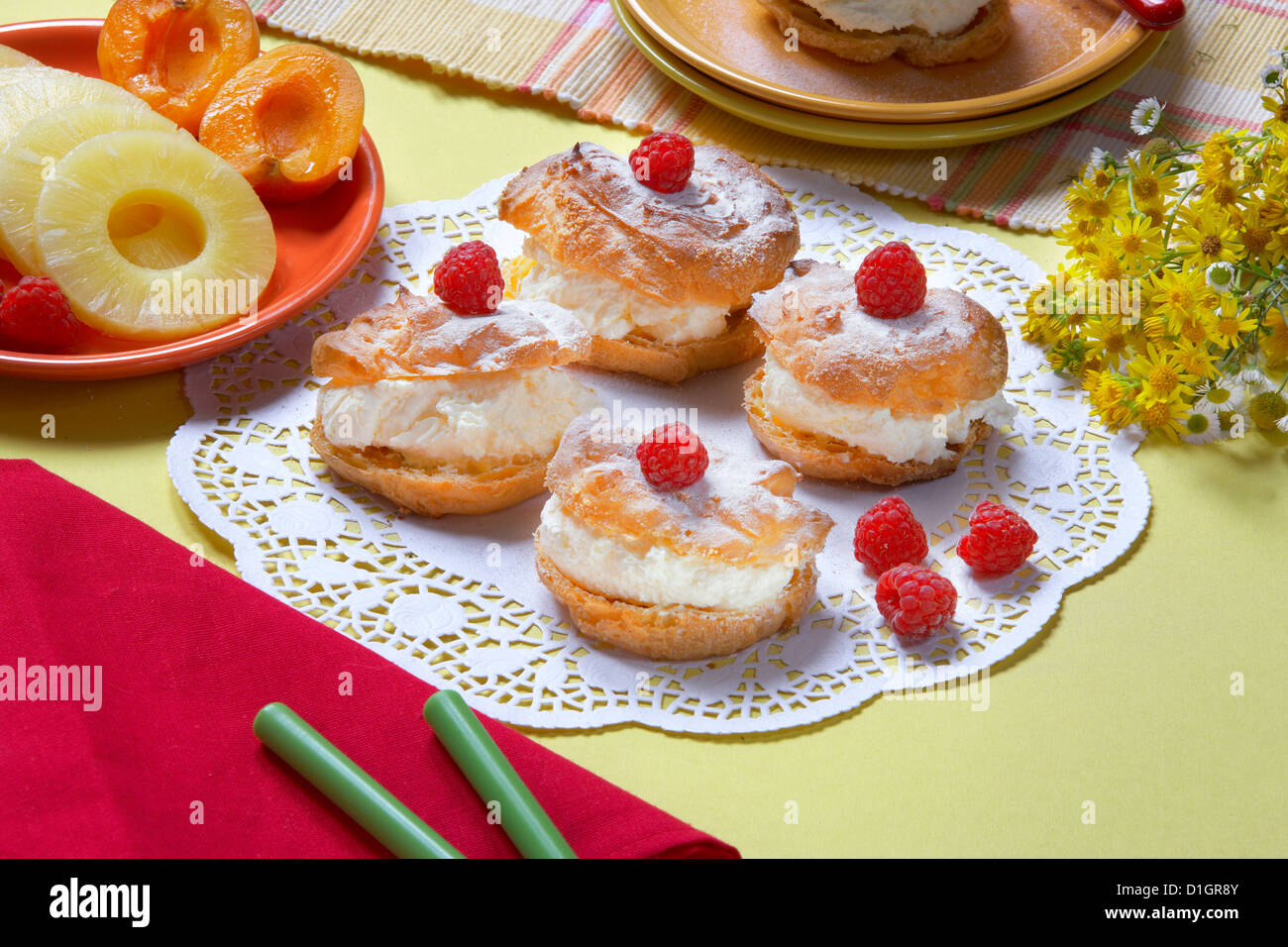 Cookies with cream and raspberries - Stock Image