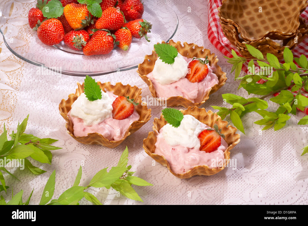 Cupcakes with strawberry mousse - Stock Image