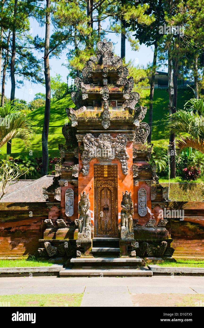 Balinese door at Pura Tirta Empul Hindu Temple, Bali, Indonesia, Southeast Asia, Asia - Stock Image