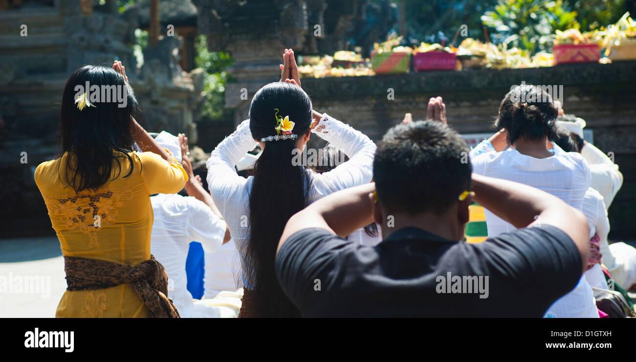 Balinese people praying, Pura Tirta Empul Hindu Temple, Tampaksiring, Bali, Indonesia, Southeast Asia, Asia - Stock Image