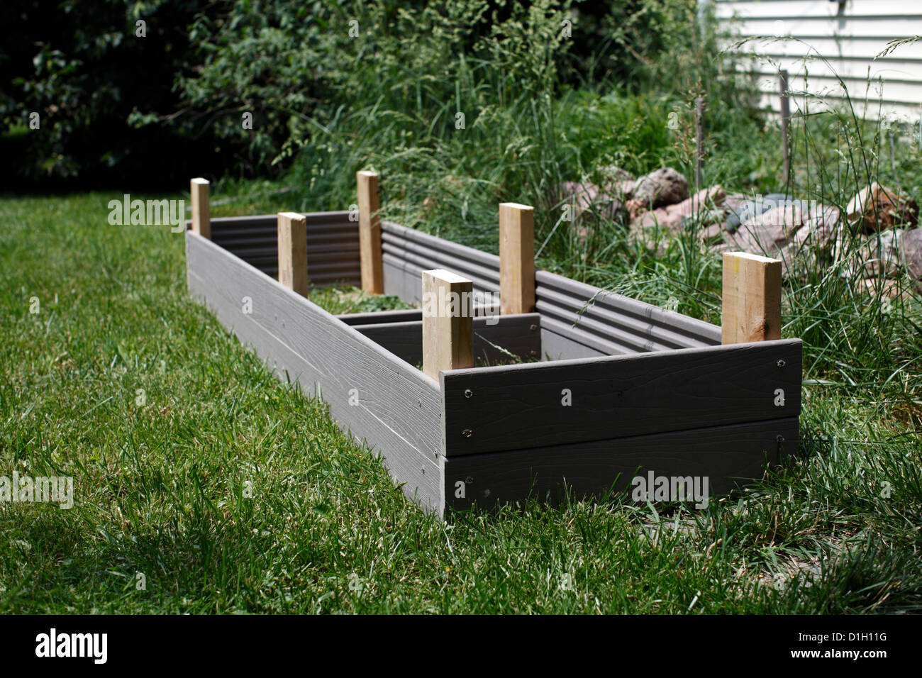 Underside of a do it yourself raised bed showing anchor posts stock underside of a do it yourself raised bed showing anchor posts solutioingenieria Gallery