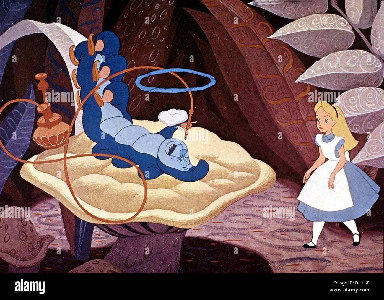 Alice Im Wunderland  Alice In Wonderland  Alice Die kleine Alice folgt einem Kaninchen ins Wunderland und erlebt - Stock Image