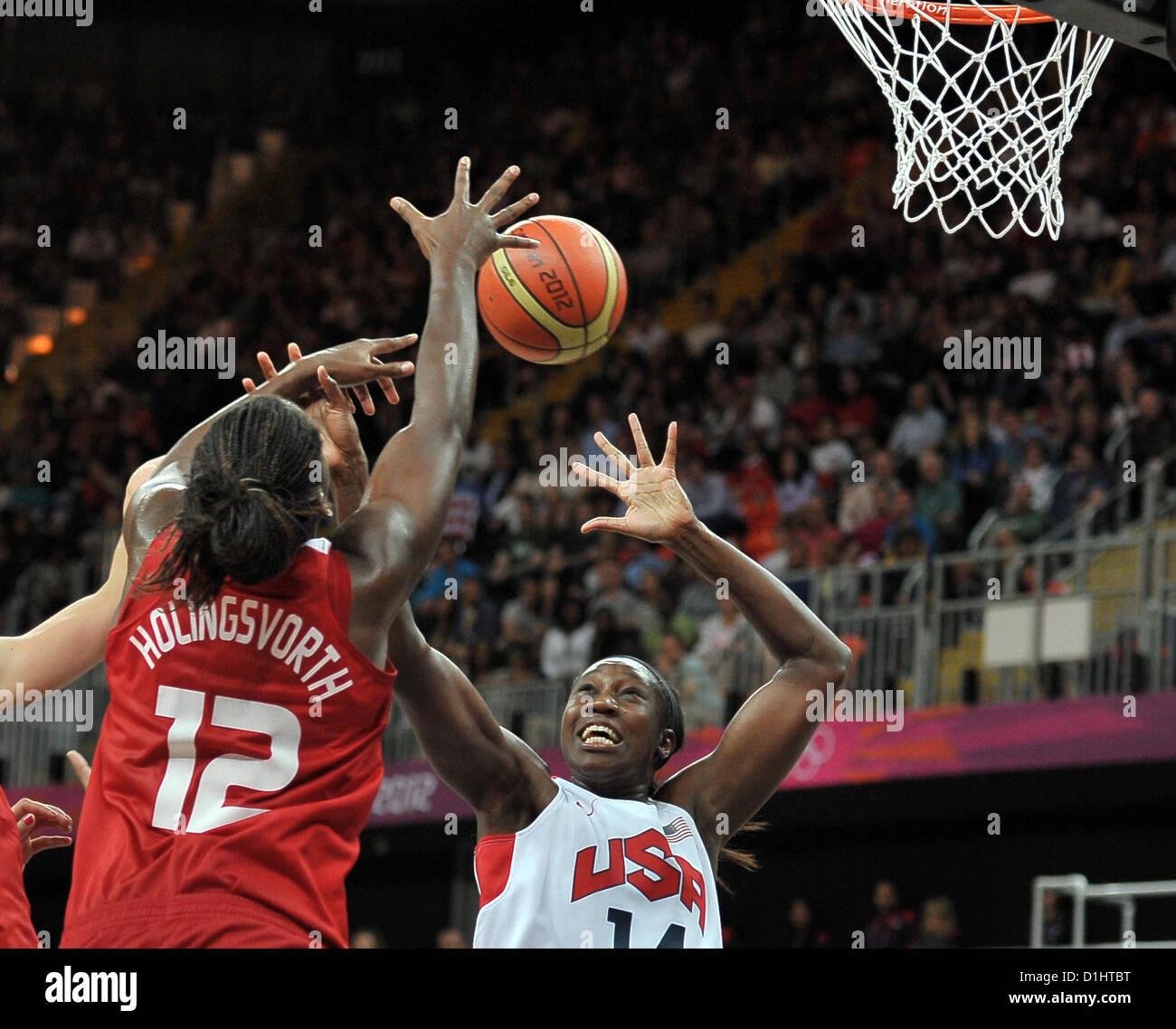 USA's Tina Charles (USA) and Turkey's Kuanitra Holingsvorth (TUR). USA Vs TUR Womens Basketball - Stock Image