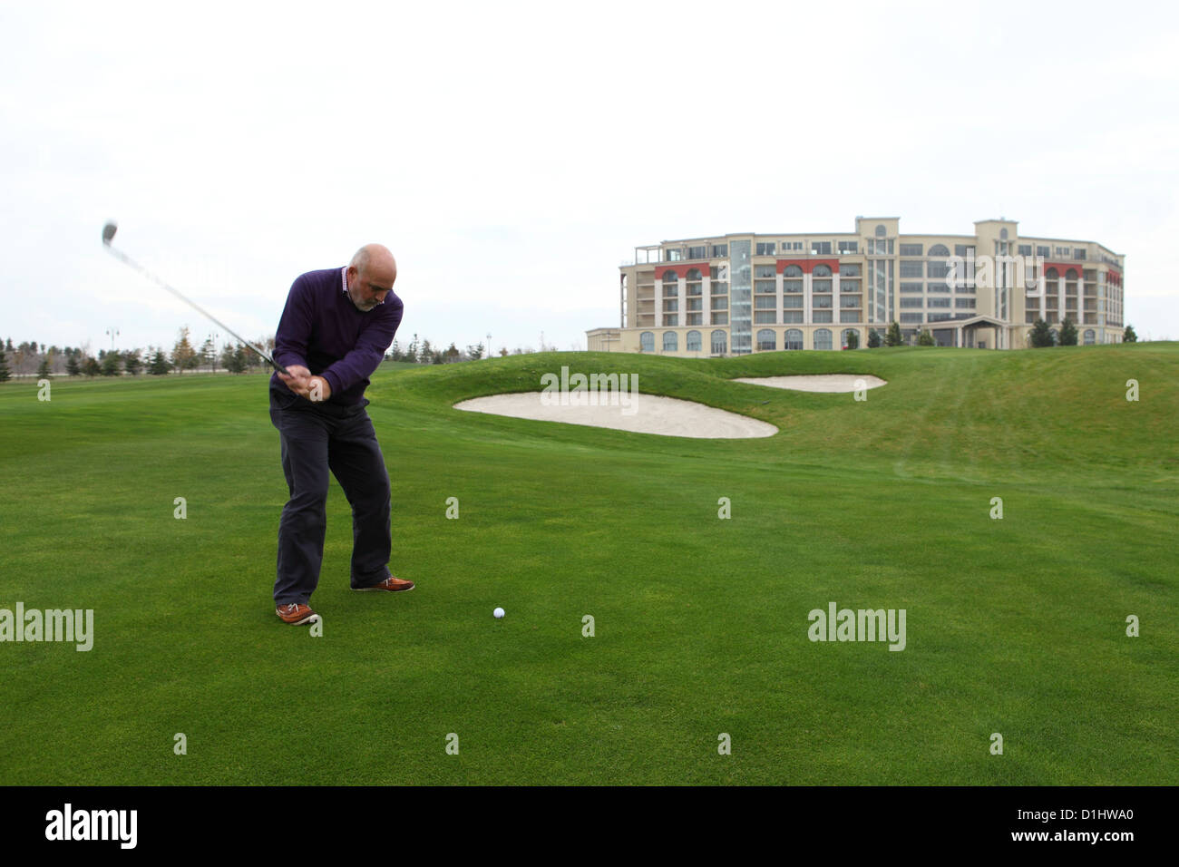 A man plays golf on the Lighthouse Golf Course close to Balchik, Bulgaria. - Stock Image