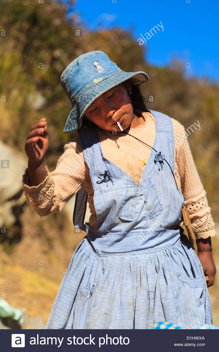 Girl playing on Isla del Sol on the Bolivian Side of Lake Titicaca, Bolivia. Photo: Navè Orgad - Stock Image