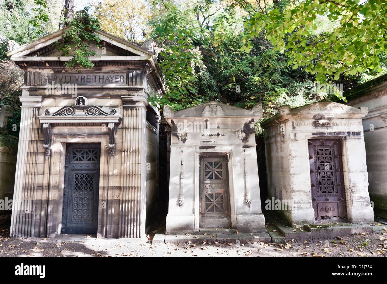 Père Lachaise Cemetery (Cimetière du Père-Lachaise) in autumn - mausoleums (family tombs) - Stock Image