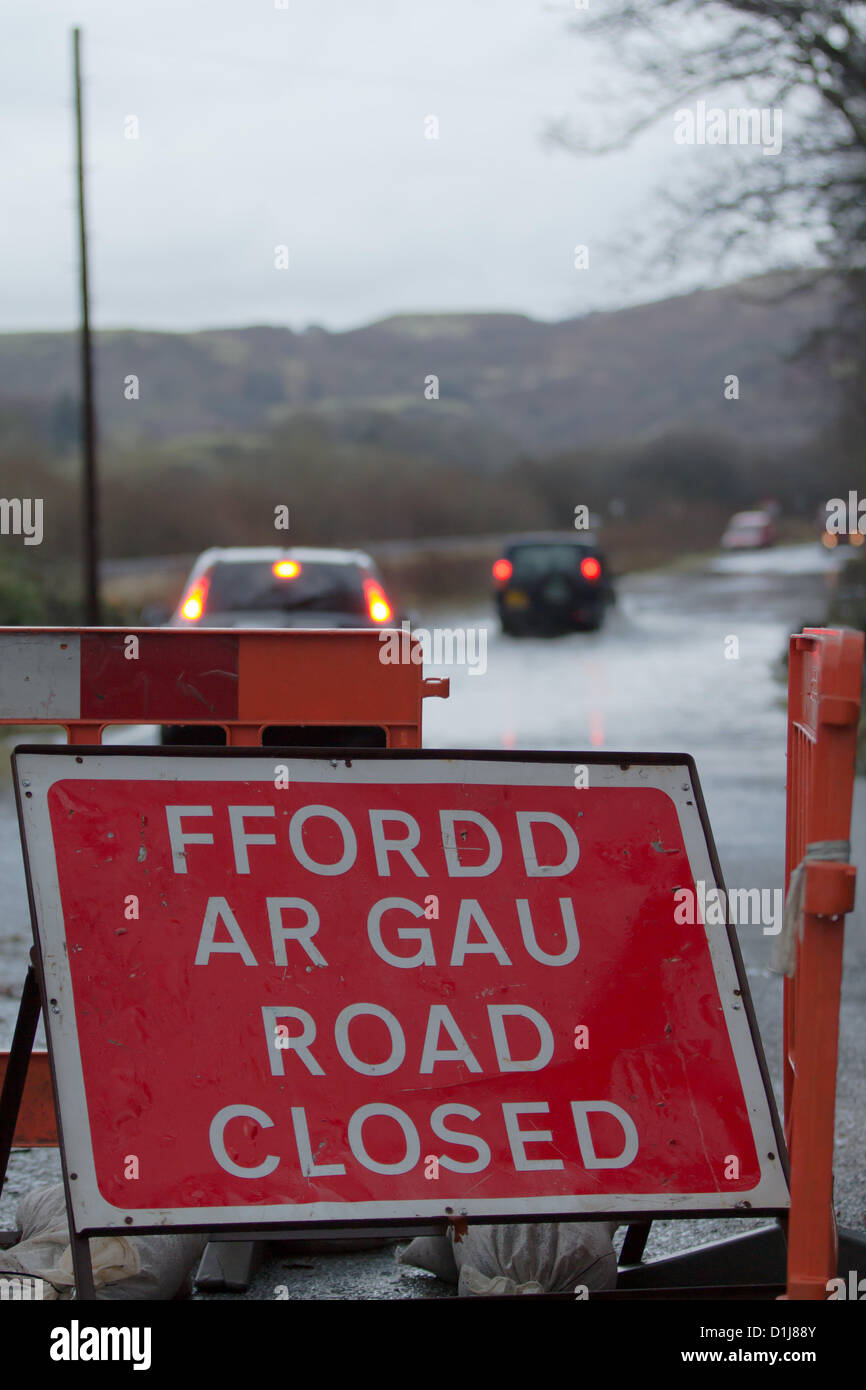 24 December 2012, Derwenlas, mid Wales, UK. Drivers on the main A487 route, between Machynlleth and Aberystwyth, - Stock Image