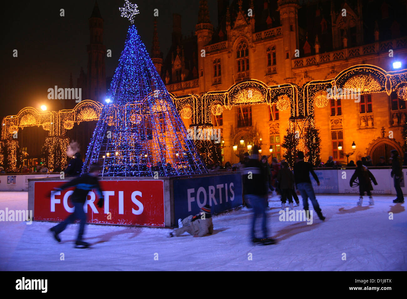 Skaters in the main square in Bruges on Christmas eve - Stock Image
