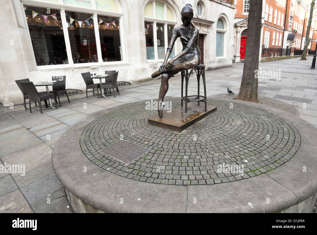 Young Dancer bronze statue by Enzo Plazzotta, Broad Court, Covent Garden, London, England, UK - Stock Image