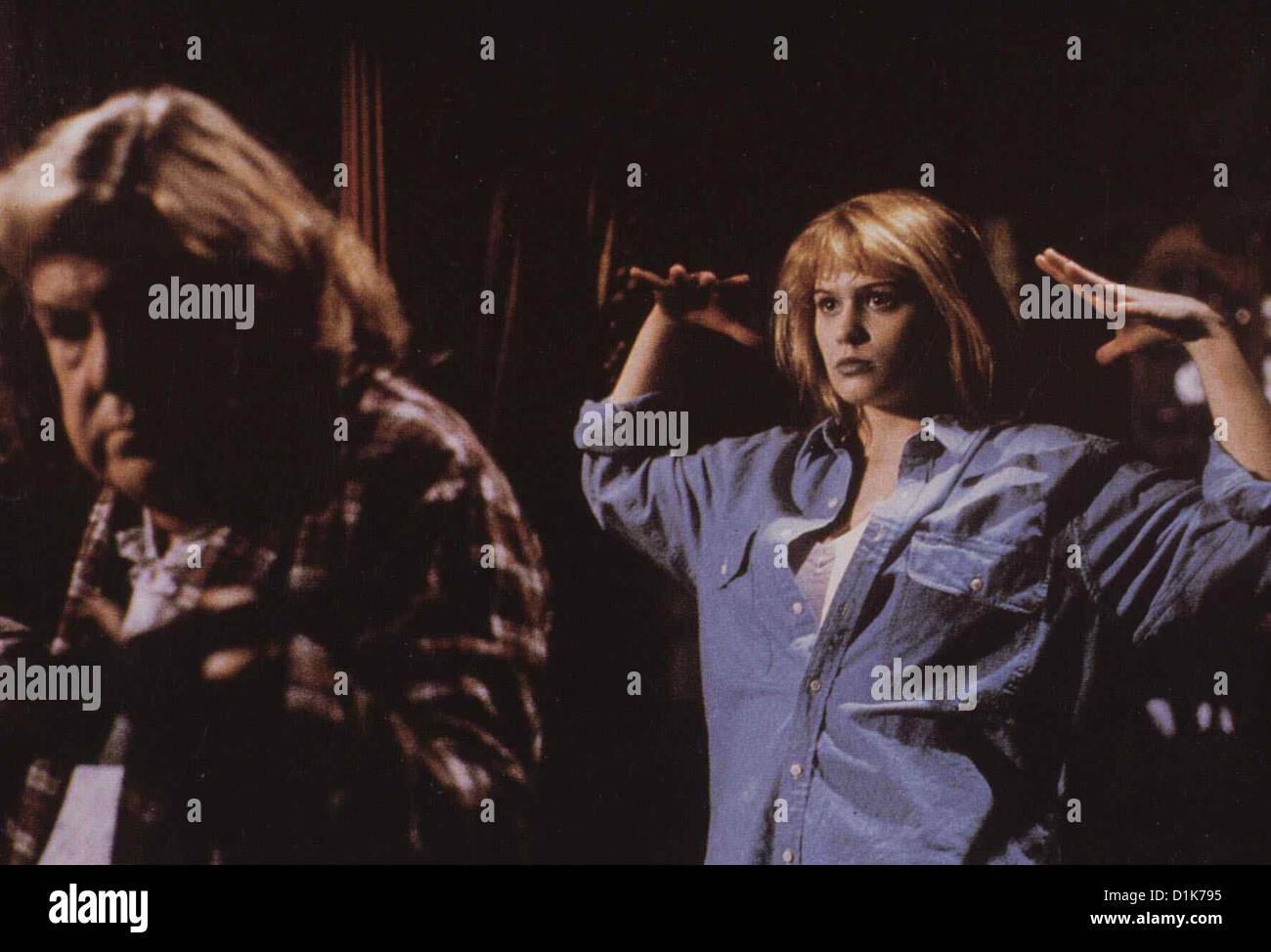 Der Toedliche Freund  Deadly Friend  Anne Ramsey, Kristy Swanson Samantha (Kristy Swanson,r) raecht sich Elvira - Stock Image