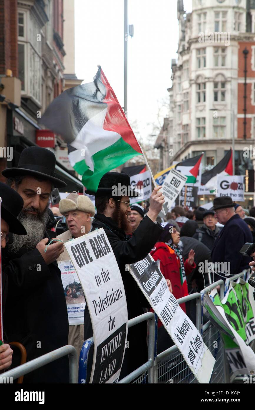 London, UK. 27 December 2012 Hasidic Jews joined the protest outside the Israeli Embassy. - Stock Image