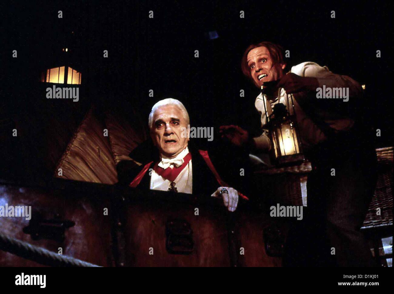 Dracula -Tot Aber Gluecklich  Dracula: Dead Loving It  Dracula (Leslie Nielsen), Renfield (Peter MacNicol) *** Local - Stock Image