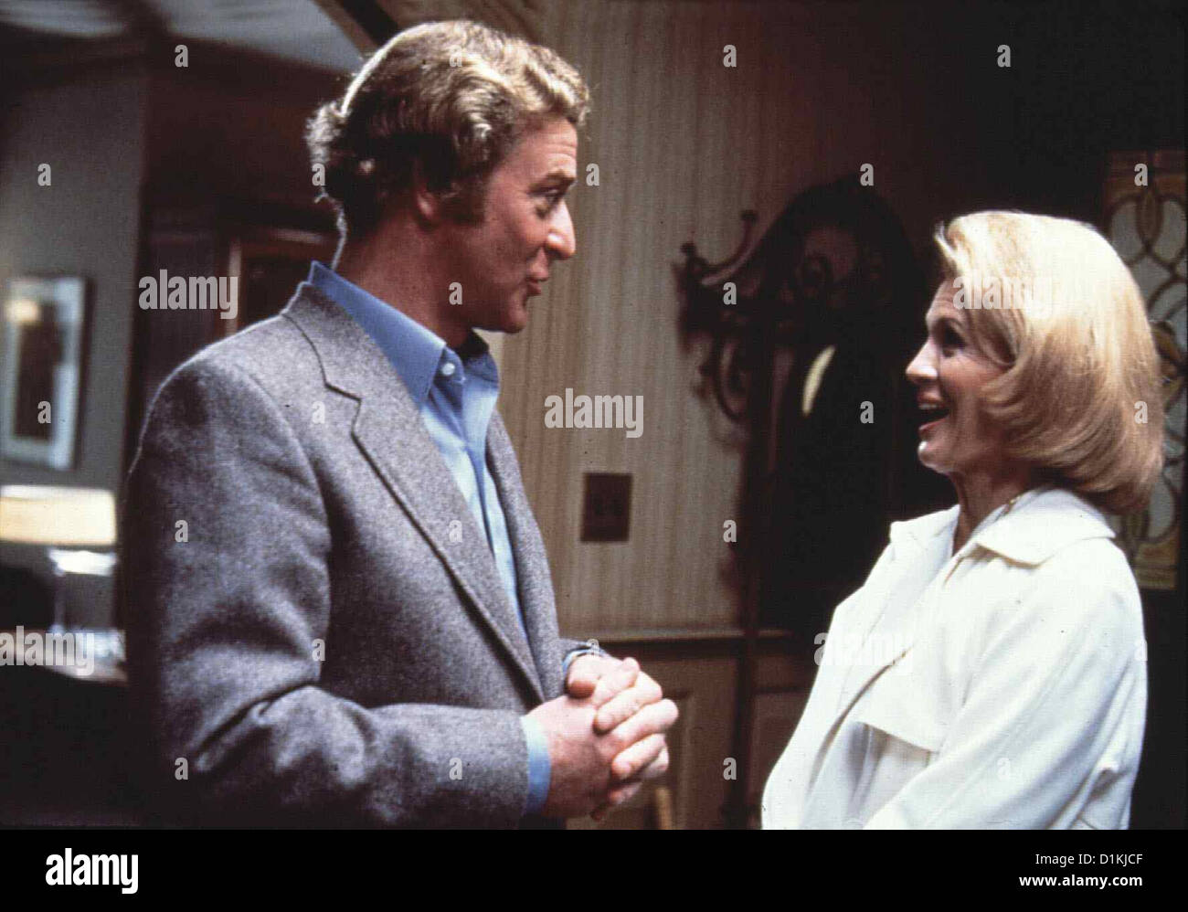 Dressed To Kill  Dressed To Kill  Michael Caine, Angie Dickinson Kate (Angie Dickinson) sucht den Psychiater Dr. - Stock Image
