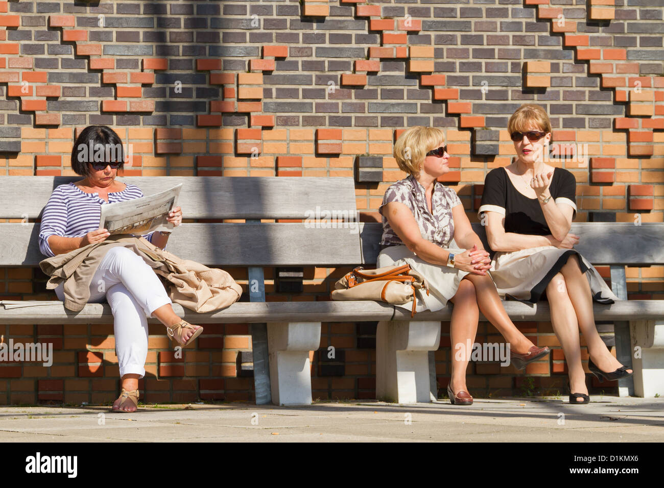 People having a Break in the Sunshine in Hamburg, Germany - Stock Image