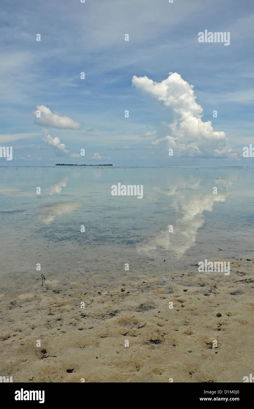 INDONESIA, Karimunjawa Islands (near Java), Little Menjangan Island, idyllic beach with interesting cloud formations - Stock Image