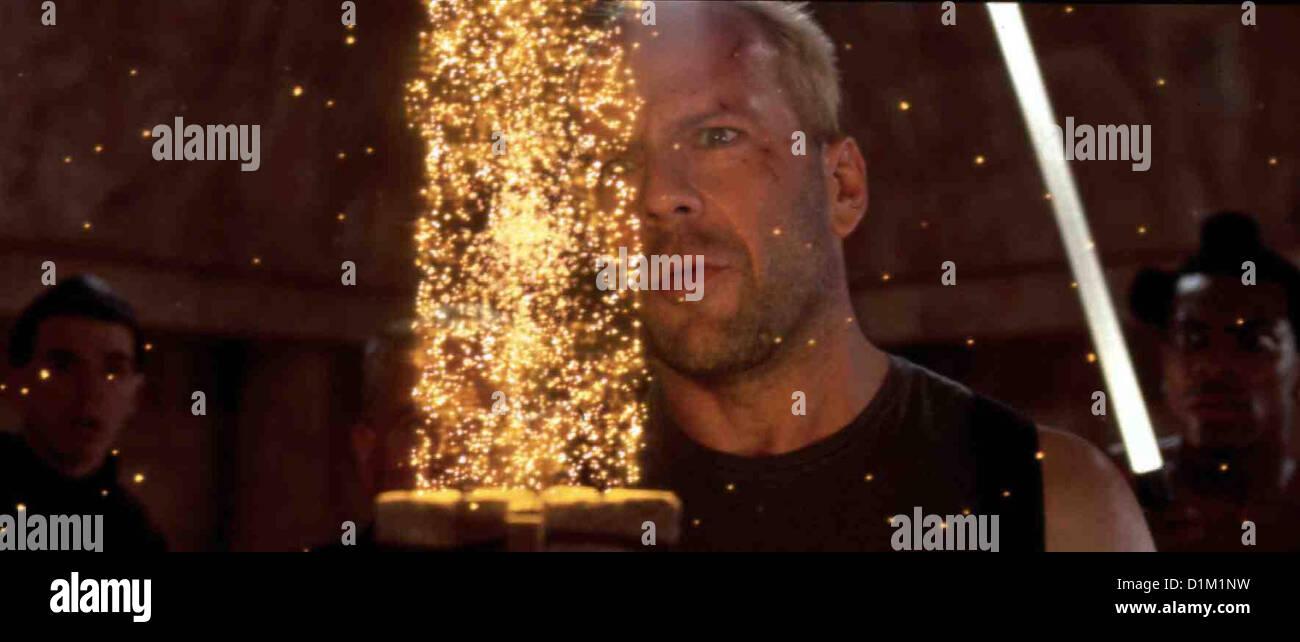 Das Fuenfte Element  Fifth Element,  Bruce Willis Korben (Bruce Willis) und seine Begleiter schaffen es zu dem - Stock Image