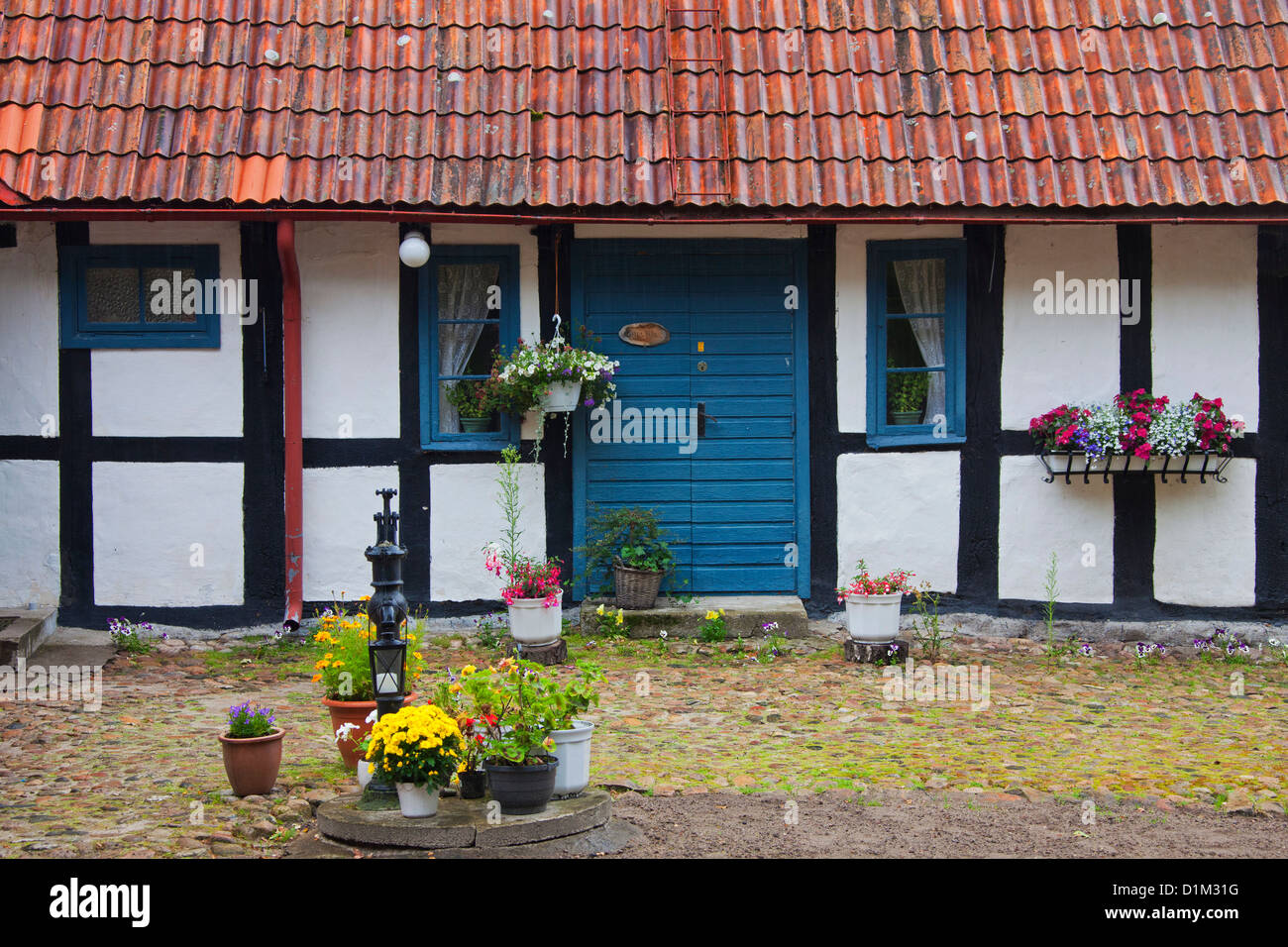 Traditional farmhouse and water pump, Skåne, Sweden, Scandinavia - Stock Image