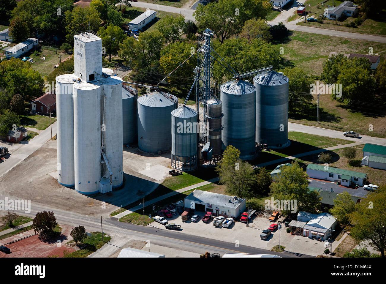 aerial photograph grain storage bins Redfield Coop, Redfield, Iowa - Stock Image