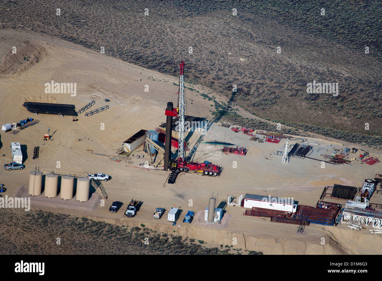 aerial photograph natural gas drilling rig southern Wyoming - Stock Image