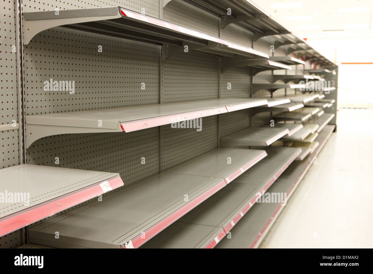 empty shelves in a closing down retail store in Saskatoon saskatchewan canada. a closing down sale by the retailer - Stock Image
