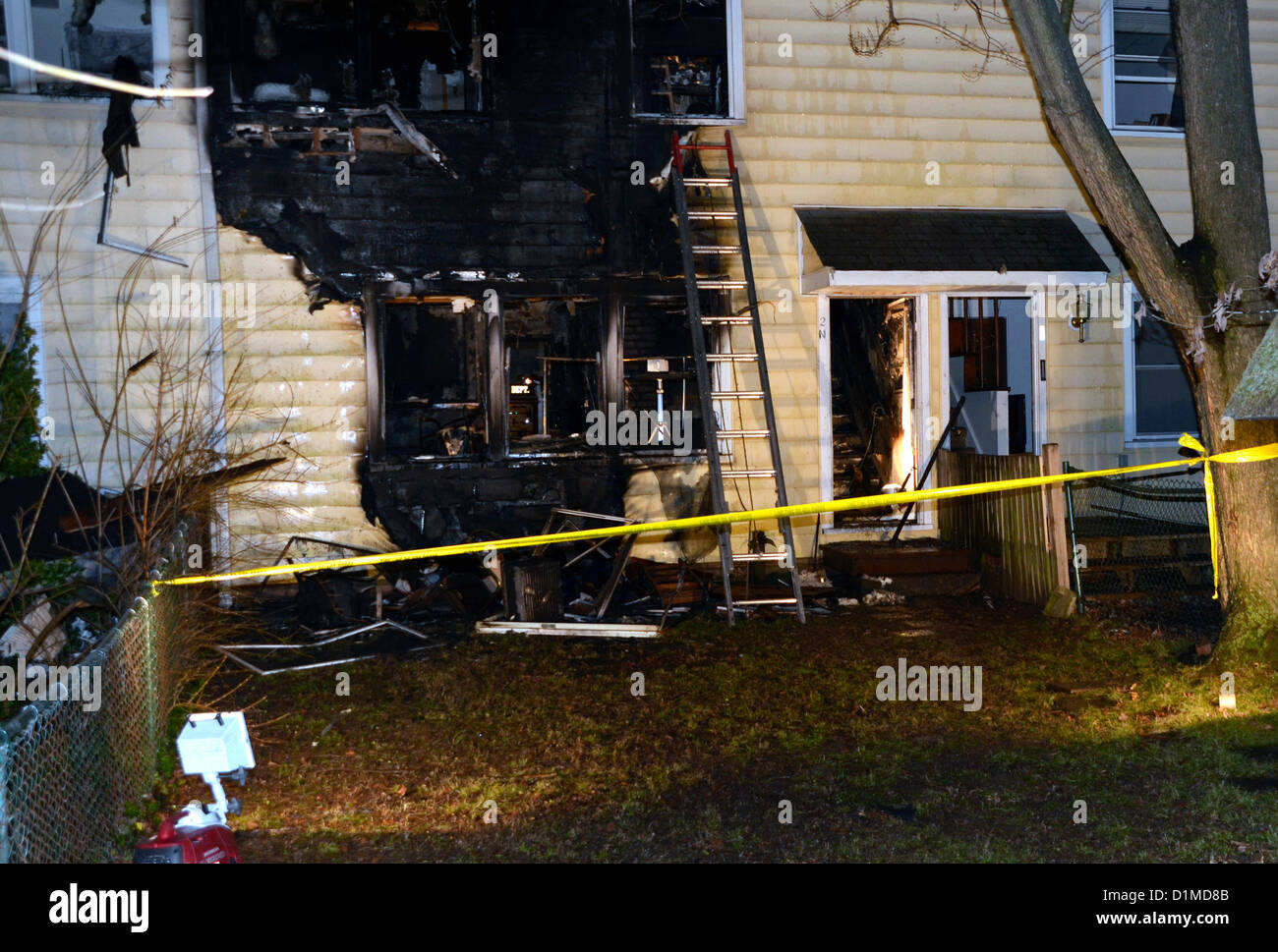 Maryland, USA. 28th December 2012. 1 elderly woman  is dead and 2 are seriously injured and 4 are left homeless - Stock Image