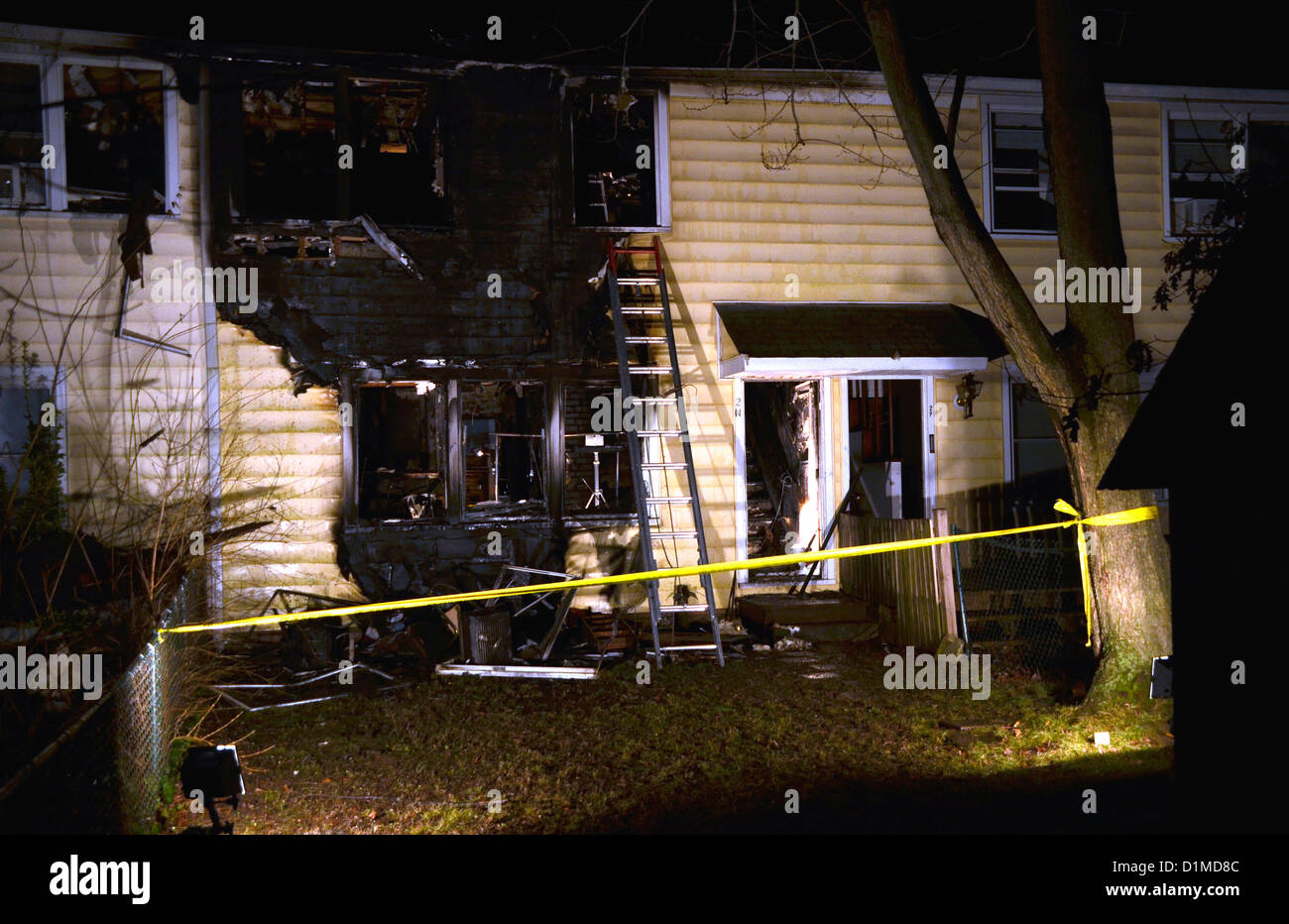 Maryland, USA. 28th December 2012. 1 elderly woman  is dead and 2 are serously injured and 4 are left homeless after - Stock Image