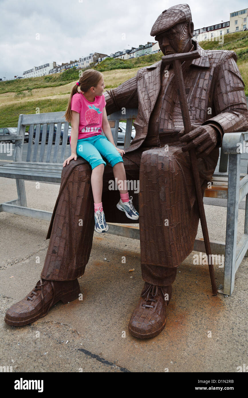 'Freddie Gilroy and the Belsen Stragglers' sculpture, North Bay, Scarborough, North Yorkshire - Stock Image