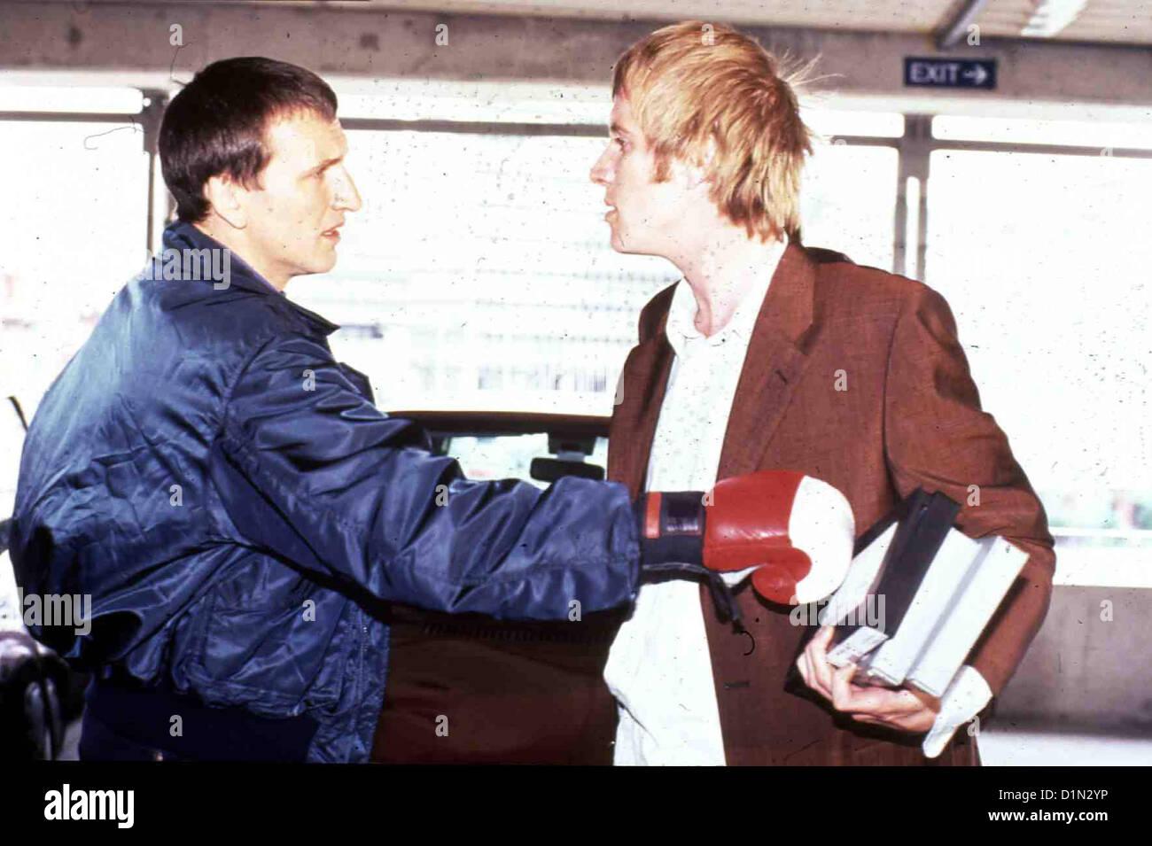 Jeder Kann Sein Herz Verlieren  Heart  Christopher Eccleston, Rhys Ifans Gary (Christopher Eccleston) treibt die - Stock Image