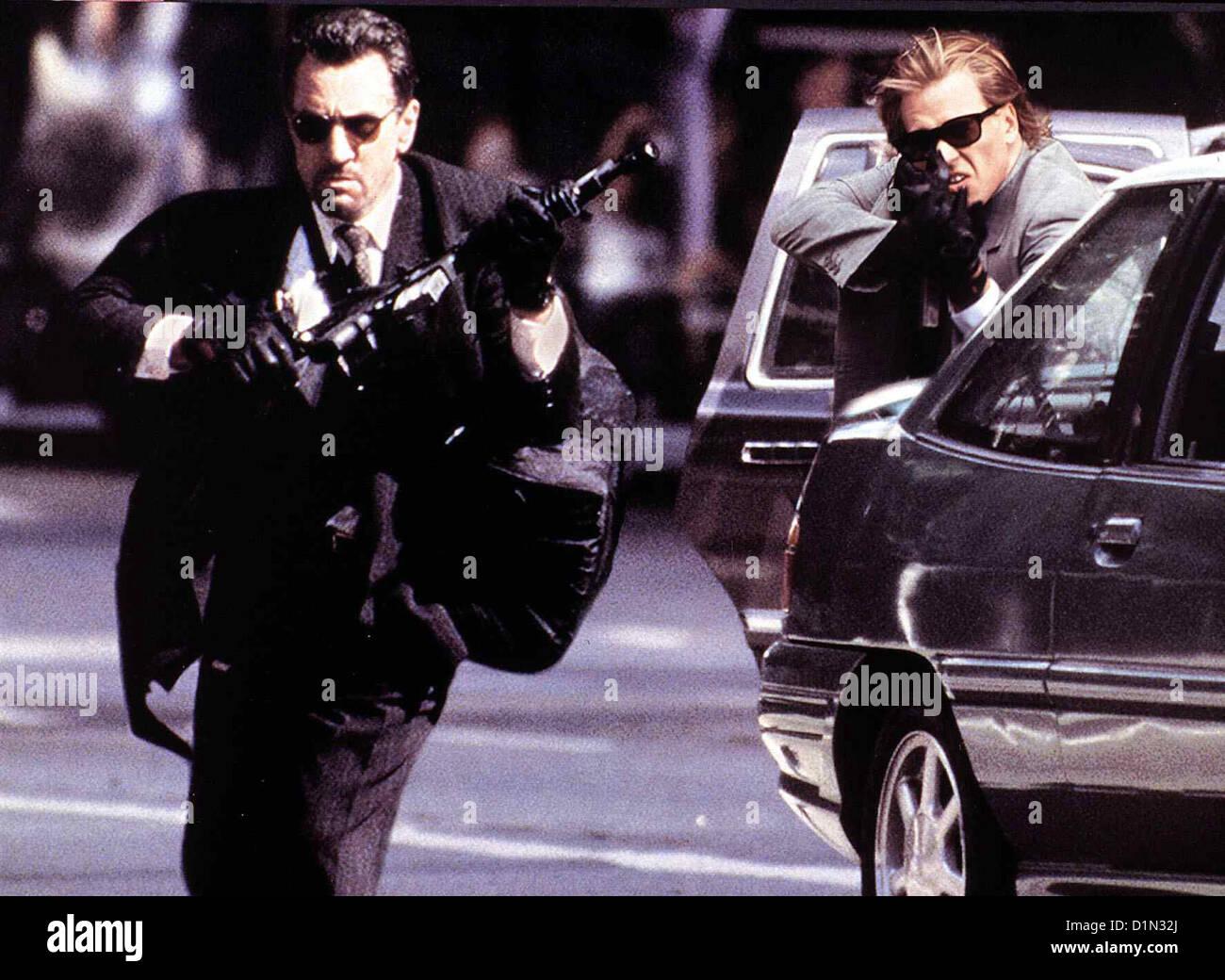 Heat  Heat  Robert De Niro, Val Kilmer McCauley (Robert De Niro,l) ist ein gesuchter Spitzengangster. Gemeinsam mit Chris Stock Photo