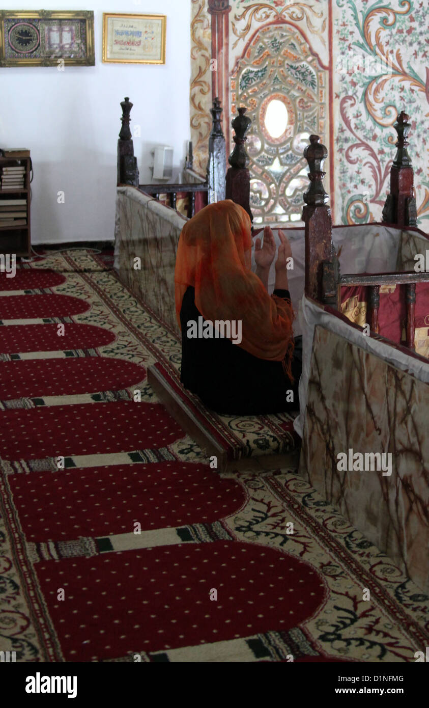 Praying Woman in the Et'hem Bey Mosque in Tirana - Stock Image