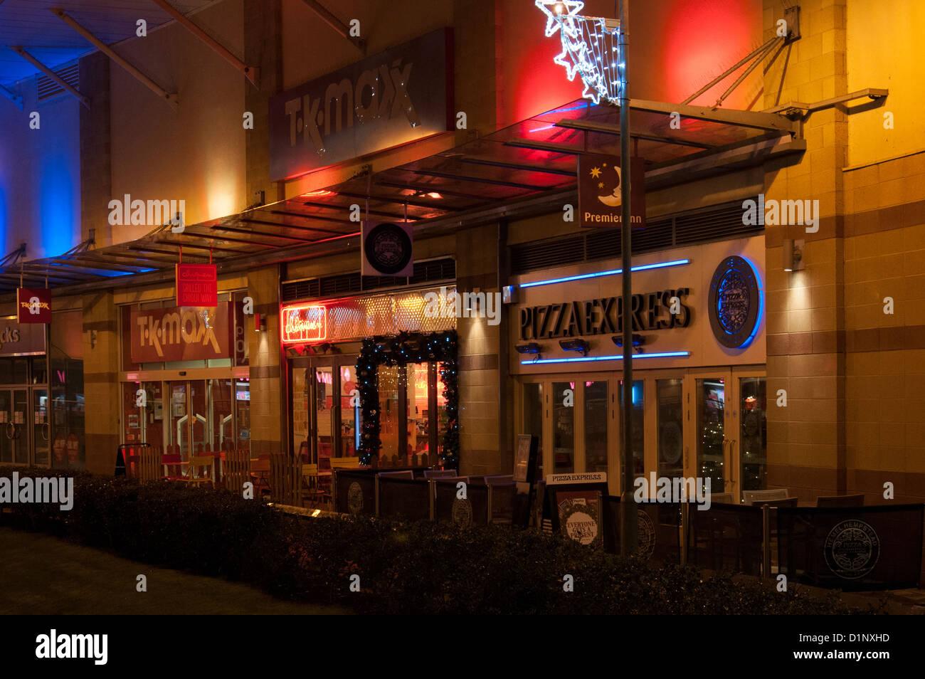 Exterior Of Pizza Express Italian Restaurant At Night Hemel