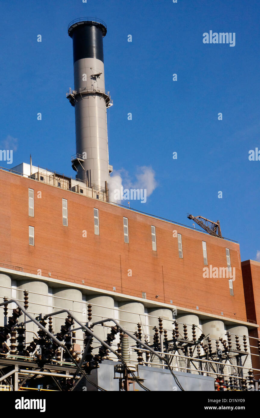 Consolidated Edison Company of New York power plant on the East River provides steam, electricity, and gas. - Stock Image