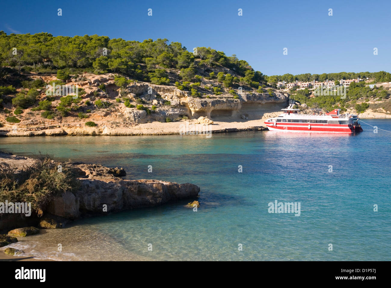 Magaluf, Mallorca, Balearic Islands, Spain. View across the turquoise waters of Cala Portals Vells, colourful boat - Stock Image
