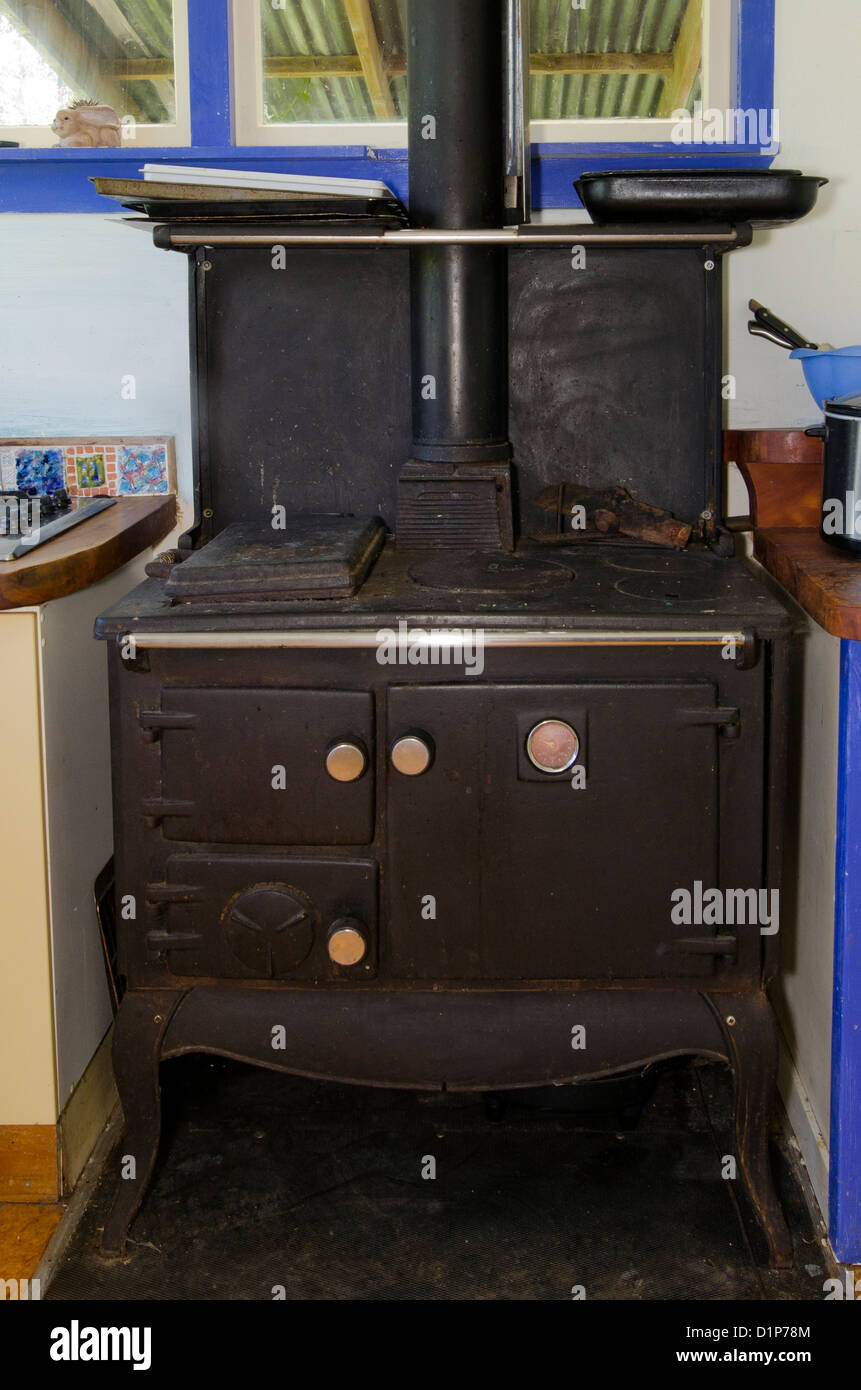 An old-fashioned kitchen oven. - Stock Image