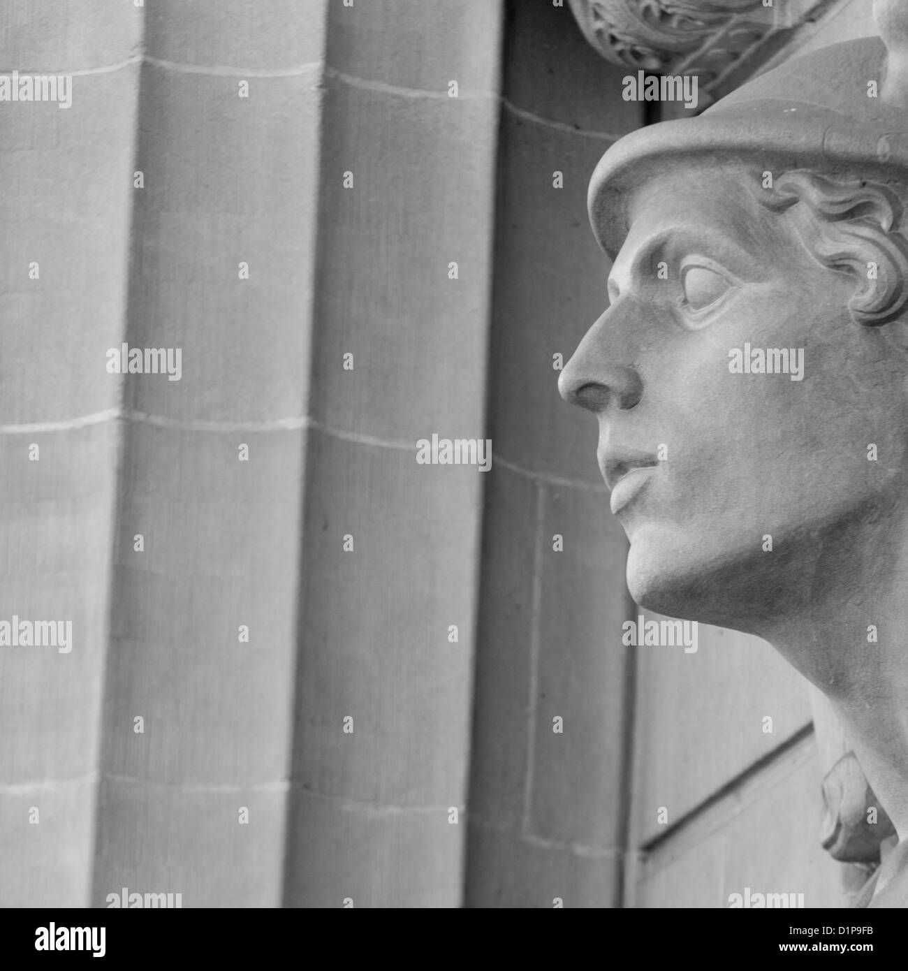 Statue on fa�ade of a building, Bahnhofstrasse, Zurich, Switzerland - Stock Image