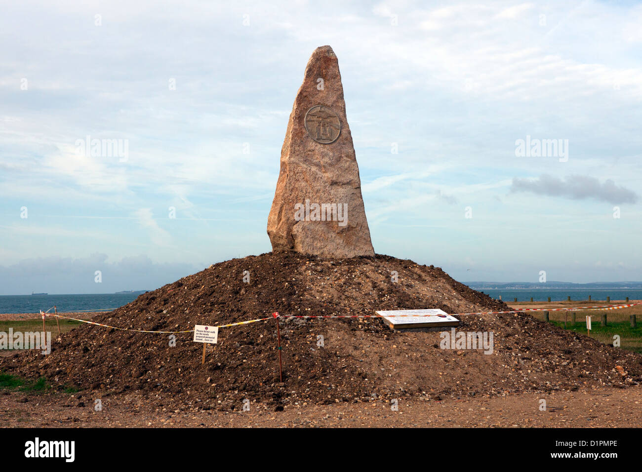 COPPs memorial, a stone on Hayling Island seafront dedicated to members of the Combined Operations Pilotage Parties - Stock Image
