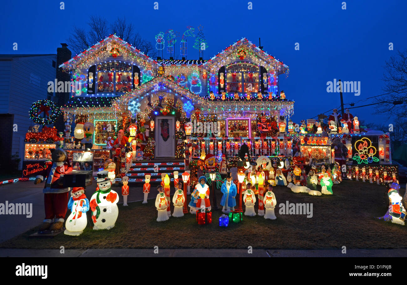 House In Bayside Queens New York Decorated For Christmas