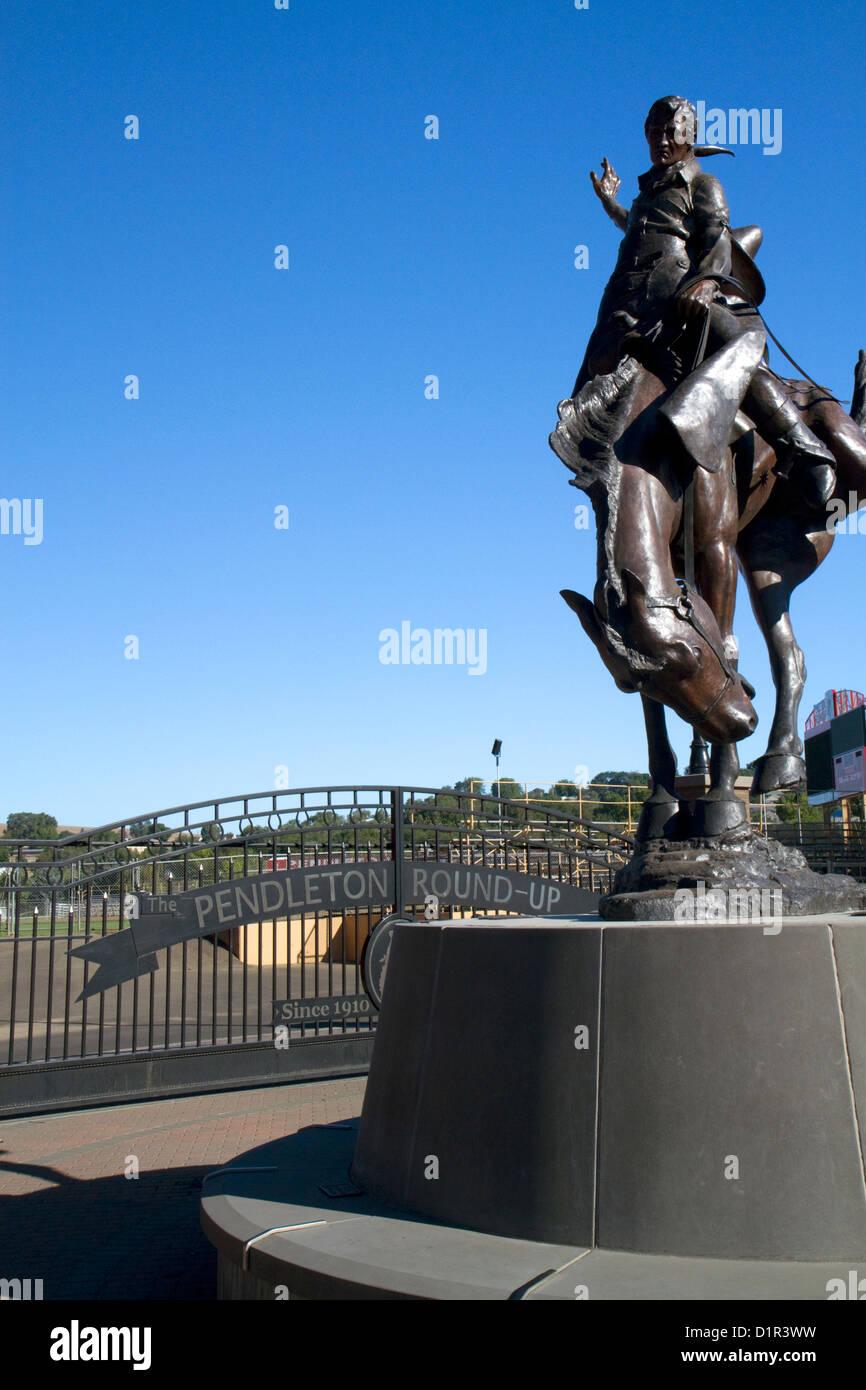 Bronze Bucking Horse statue at the Centennial Plaza in Pendleton, Oregon, USA. - Stock Image