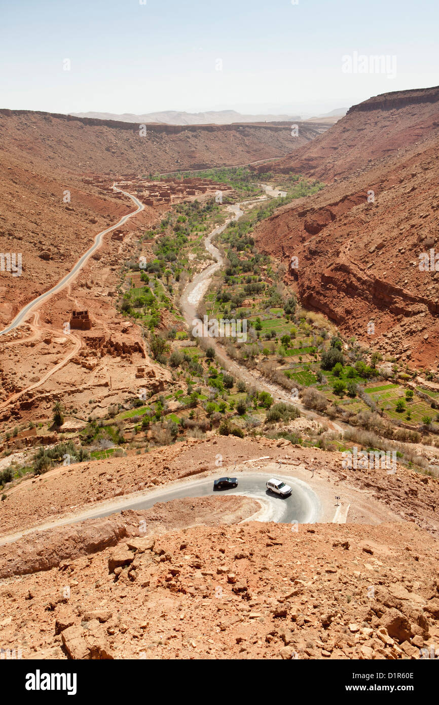 Morocco, near Ait Ben Haddou, Valley of Tighza or Tirza, also called Oued Ounilla. Small villages near palm tree - Stock Image