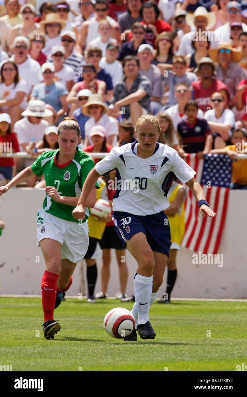 Christie Welsh of the United States (30) on the attack against Elizabeth Gomez of Mexico (2) during a friendly soccer - Stock Image